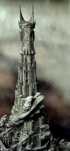 Barad-dûr, The Dark Tower of Sauron The sculpture used in the Lord of the Rings movies are made by David Tremont at Weta Workshop. Inspriration for Lethal Desire - BOTB Lord Of Rings, Fellowship Of The Ring, The Lord Of The Rings, Barad Dur, O Hobbit, Hobbit Art, The Dark Tower, Legolas, Middle Earth