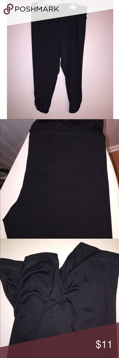 Girls black capris leggings New without tags, my daughter only wore once, super cute and in excellent condition, size 8 Girls layer 8 Bottoms Leggings