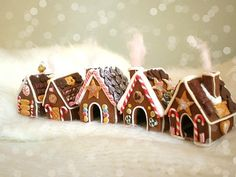 Love the mini gingerbread houses.  Anyone know where to buy the kit? #Xmas gingerbread
