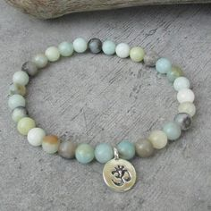 NETRA Ethnic bracelet for men, small pearls of amazonite stones, silver Ohm pendant, bracelet of friendship, zen, meditation. This stretchable pearl bracelet is a jewelry that can be worn every day, suitable for men or women. It will match with other bracelets you already have or that you can find in my shop, to perfect the stack of jewelry to your ethnic fashionable wrist.  This mala style bracelet in small pearls of semi precious amazonite stones can be used as a yoga bracelet or…