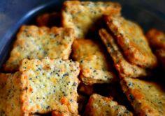 Galletas de queso y albahaca, tipo cracker aperitivos caseros que puedes hacer en poco tiempo, con ingredientes fáciles y económicos.