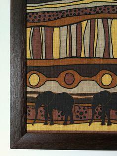 Cuadros fabricados con nuestras telas africanas. Más modelos en web!! #decor #decoracion #cuadros #interiores #home #casa #decohome #homedeco Painting, Models, Home, African Fabric, African, Fabrics, Interiors, Painting Art, Paintings