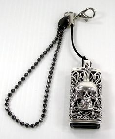 Skull flash drive sterling silver pendant. 4 in 1 : Flash Drive 4GB, Pendant, Cellphone Strap and Keychain.