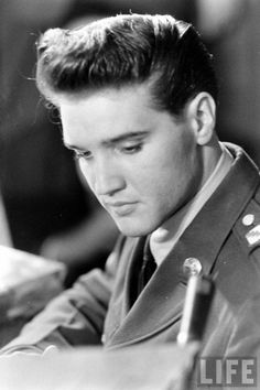 ELVIS RETURNING FROM THE ARMY, MARCH 1960