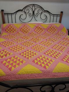 "Collectors Antique Ocean Waves Quilt Cinnamon Pink Chrome Yellow 72"" x 80"" 