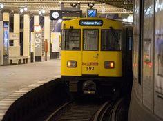 Mädchen fand in der Berliner U-Bahn Euro und verzichtet auf den Finderlohn Euro, S Bahn, Z New, Kinds Of People, Den, Vehicles, Viajes