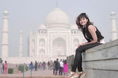 Shirley Setia is an indo Kiwi Singer. Hindustan Times and Forbes featured Setia as Bollywood's Next Big Singing Sensational. Here you will get the infromation about her Age, Family, Carrer, Height, Boyfreind and More Stuff. Bollywood Celebrities, Bollywood Actress, Bollywood Style, Cute Girl Pic, Cute Girls, Social Media Awards, Industry Images, Shirley Setia, Boy Poses