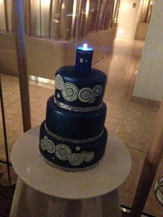 Doctor who wedding cake!!! Complete with Gallifrayan writing on the side!!