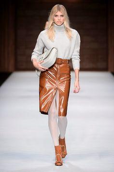 Guarda la sfilata di moda Elisabetta Franchi a Milano e scopri la  collezione di abiti e 5cd73faf762