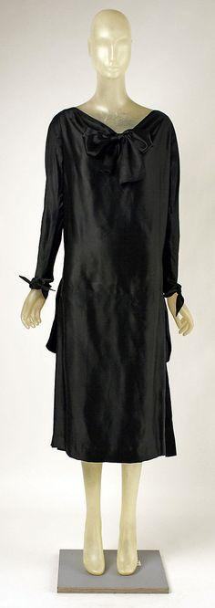 Madeleine Vionnet  (French, Chilleurs-aux-Bois 1876–1975 Paris)    Date:      ca. 1925  Culture:      French  Medium:      silk