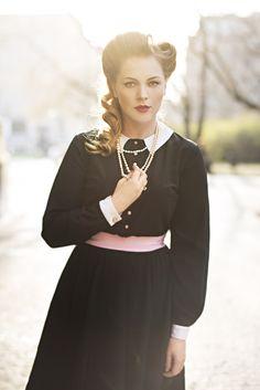 Czech actress Ester Geislerova wears vintage Lazy Eye Prague dress. Prague, Retro Fashion, Lazy, Actresses, Eye, Chic, How To Wear, Dress, Vintage