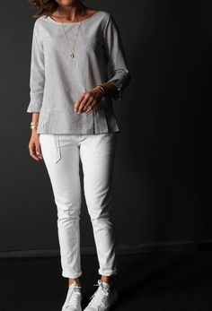 Blouse léa Une souris dans mon dressing 7 Relaxed Outfit, Casual Outfits, Fashion Outfits, Creation Couture, How To Make Clothes, Couture Tops, Apparel Design, Blouse Designs, Shirt Outfit