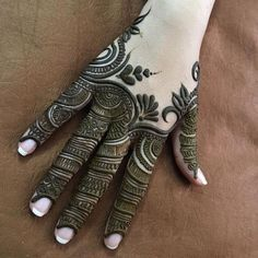 Mehndi design makes hand beautiful and fabulous. Here, you will see awesome and Simple Mehndi Designs For Hands. Henna Hand Designs, Mehndi Designs Finger, Wedding Mehndi Designs, Mehndi Designs For Fingers, Henna Tattoo Designs, Dulhan Mehndi Designs, Mehndi Designs For Girls, Modern Mehndi Designs, Mehndi Design Pictures