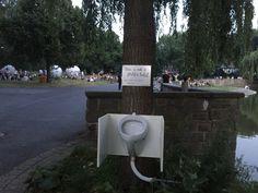 """projekt """"aaseeklo"""" Aasee in Münster, Nordrhein-Westfalen  Rückt dass größte öffentlich Klo Münsters ins öffentliche Bewusstsein, auch in das der Gutbürger von den Aaseeterassen. Mal ehrlich wer von uns hat noch nie in den Aasee gepinkelt? Aber Kugeln und Toiletten passen einfach nicht zusammen in Münster."""