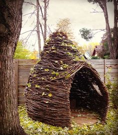 How incredible are these handmade forts? Cheeriup thickets are the brainchild of Kelly English, a mom who was inspired by her own daughter's imaginative play. Each indoor, outdoor and miniature fort is made to order using willow branches and… Outdoor Forts, Outdoor Play, Outdoor Living, Indoor Outdoor, Garden Art, Garden Design, Kid Garden, Eco Construction, Willow Weaving