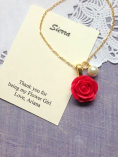 Rose, flower girl, necklace, pearl, in GOLD plated, comes with personalized card and JEWELRY BOX.  ****************************  DETAILS AND MEASUREMENT:  Rose: 20mm Chain: 16 inches...can be made shorter or longer   WHEN CHECKING OUT: please let us know the following: 1) name for the card 2) color of rose 3) color of pearl  To view my entire shop, please visit: www.buysomelove.ca  Enjoy