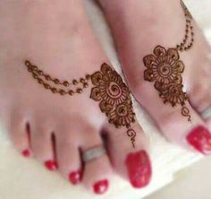 Lovely design... but those toe nails...eewwwww