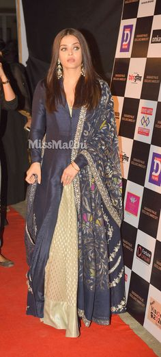 Aishwarya Rai Bachchan Looks Divine In This Ensemble Pakistani Dresses, Indian Dresses, Indian Outfits, Mode Bollywood, Bollywood Fashion, Indian Attire, Indian Wear, Kurta Designs, Blouse Designs