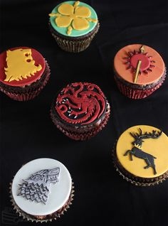 Cakecrumbs' Game of Thrones sigil cupcakes 00