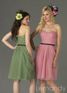 simple strapless sweetheart short A line satn and tulle bridesmaid dress Sell Bridesmaid Dress, Couture Bridesmaid Dresses, Winter Bridesmaid Dresses, Winter Bridesmaids, Designer Bridesmaid Dresses, Beautiful Bridesmaid Dresses, Cheap Wedding Dress, Simple Dresses, Tulle