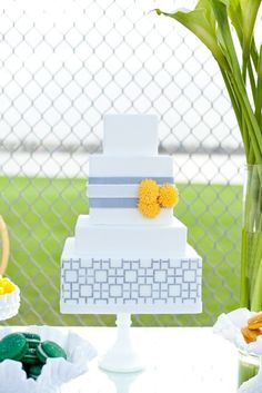{Grey & Yellow Wedding Cake} We love these square tiers with a geometric pattern! Three sugar carnations are so adorable placed on the by isabelle (Square Wedding Cake) Square Wedding Cakes, Wedding Cake Designs, Yellow Wedding, Mod Wedding, Wedding Tux, Dream Wedding, Wedding Pins, Wedding Bells, Perfect Wedding
