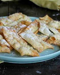 CHIACCHIERE FURBISSIME ricetta di Carnevale senza uova senza burro Biscotti, Sweet Recipes, Cake Recipes, Italian Cookies, Best Food Ever, Frappe, Italian Recipes, Sweet Treats, Good Food