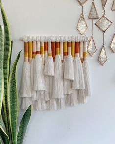 Macrame Wall Hanging Diy, Weaving Wall Hanging, Macrame Art, Macrame Projects, Wall Hanging Crafts, Wall Hangings, Handmade Wall Hanging, Yarn Wall Art, Macrame Design