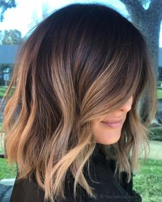 Hairstyles Featuring Dark Brown Hair with Highlights Light Brown Balayage For Brunette Hair.Light Brown Balayage For Brunette Hair. Brown Hair Balayage, Brown Blonde Hair, Balayage Brunette Short, Bronde Hair, Short Hair With Balayage, Balayage Hair Brunette Caramel, Balayage Lob, Lob Ombre, Lob Balyage