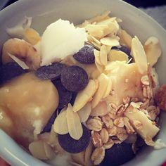 #breakfast #greekyogurt #grains #coconut #chocolate #almond #banana #honey Coconut Chocolate, Greek Yogurt, Acai Bowl, Almond, Grains, Honey, Banana, Breakfast, Healthy