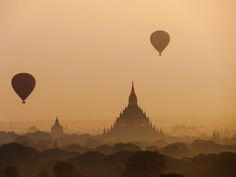 Photo Bagan sunrise 1 / Myanmar par Fabien  Chevallier  on 500px