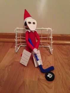 elf on the shelf Ideen. Eishockey Elf – Elf on the Shelf Boxing Day, Elf On The Shelf, Christmas Elf, Christmas Crafts, Le Blog De Vava, Elf Auf Dem Regal, Elf Names, Elf Magic, Naughty Elf