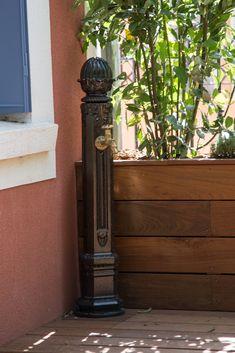 #terrasse #bois #aménagement #décoration #fontaine #extérieur #bac #plantation Plantation, Decoration, Home Appliances, Wood, Gardens, Wooden Terrace, Garden Design, Landscape Planner, Stone