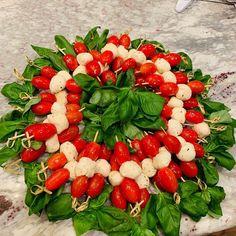Cherry Tomato Mozzarella Skewers on Basil Wreath Charcuterie Recipes, Charcuterie Board, Tomato Mozzarella Skewers, Caprese Salad, Cobb Salad, Cherry Tomatoes, Finger Foods, Basil, Boards