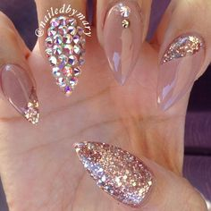 Stiletto Nails with added nail art. Fancy Nails, Bling Nails, Stiletto Nails, Glitter Nails, Gold Glitter, Pink Sparkle Nails, Mauve Nails, Peach Nails, Rose Gold Nails