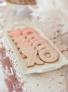 XOXO Valentine's Day wedding cookies, pastel pink wedding cookies, feather wedding table decor Unique Bridal Shower, Bridal Showers, Bridal Shower Favors, Wedding Favors, Wedding Day, Wedding Desserts, Wedding Season, Food For Bridal Shower, Trendy Wedding