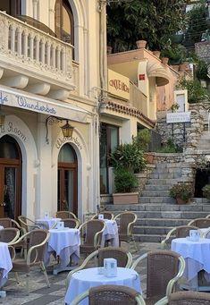 City Aesthetic, Travel Aesthetic, Flower Aesthetic, Aesthetic Vintage, Places To Travel, Places To Visit, Travel Destinations, European Summer, Italian Summer
