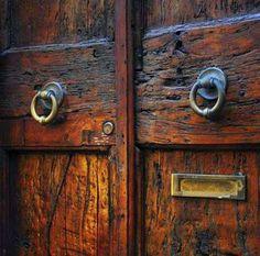Rustic wood Texture Old Doors is part of Italian doors - Welcome to Office Furniture, in this moment I'm going to teach you about Rustic wood Texture Old Doors Cool Doors, The Doors, Unique Doors, Windows And Doors, Front Doors, Entrance Doors, Knobs And Knockers, Door Knobs, Door Handles
