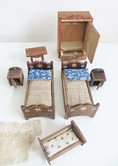 Vintage Puppenmöbel - Alte Holz-Puppenmöbel - ein Designerstück von Retro-Charme-Vienna bei DaWanda