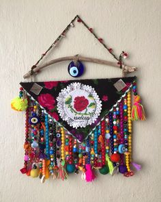 Nazarlık, nazar, kanaviçe, pazen, gargalak, gargalaklı nazarlık, pazen nazarlık, kanaviçeli nazarlık, püskül, ponpon, keçe, amulet, yalos, felt, feltro, driftwood, crossstitch, hand made, turkish eye, design ig: _esencan