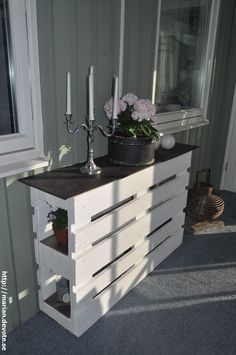 Kreative Möbel Ideen mit Holzpaletten Creative furniture ideas with wooden pallets Related Post Wow, beautiful bathroom in Shabby Chic Look Wood Pallet Recycling, Wooden Pallet Projects, Wooden Pallet Furniture, Pallet Crafts, Wooden Pallets, Pallet Ideas, Diy Furniture, Pallet Wood, Diy Wood