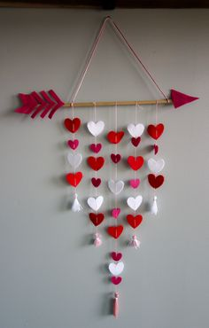 How to make a Cupid's Arrow Valentine's Day Wall Hanging using felt, a dowel, and some embroidery floss. I cut the hearts using the wavy blade on my Cricut Maker but you could also jut them by hand. FREE link to the Design Space SVG file! Diy Crafts For Gifts, Diy Home Crafts, Cute Crafts, Craft Stick Crafts, Crafts For Kids, Paper Crafts, Embroidery Floss Crafts, Cricut, Maker