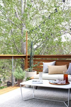 The full guide for how to install DIY cable rail in just one weekend. The easy way to give your old deck a modern look on a budget! Gazebo, Pergola Swing, Backyard Pergola, Pergola Shade, Pergola Plans, Pergola Kits, Pergola Ideas, Patio Roof, Patio Ideas