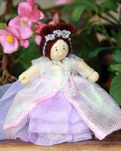 Queen Alice - 10cm toy queen Queen Alice, Kids Toys, Christmas Ornaments, Holiday Decor, Children, Home Decor, Childhood Toys, Young Children, Boys