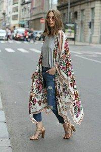 Chiamiamolo kimono, ma in realtà non è proprio tale...