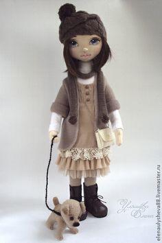 МАРГАРИТА.+Маргарита+очень+добрая+девочка.+Недавно+она+приютила+маленького+и+беззащитного+щенка.+Назвала+его+Дружок.+Дружок+-+весёлый+и+игривый+щенок.+Они+любят+вместе+гулять.++Кукла+сшита+из+кукольного+трикотажа.