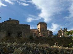 ¿Qué es aquello que reluce en lo alto del castillo?