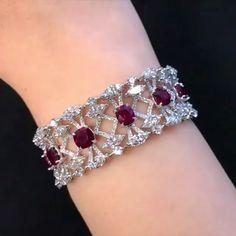Dehres. Via УКРАШЕНИЯ (@jewelrymagazine) on Instagram: Изумительный браслет от @dehres с рубинами и бриллиантами  jewelrymagazine #dehres #finejewelry #highjewelry #jewellery #украшен