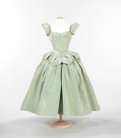 """Petal"" dress by Charles James, 1951 US, the Met Museum"