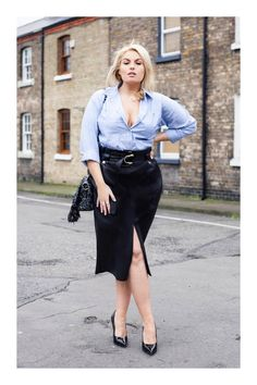 Trend Tackler: The Leatherette Pencil Skirt - Style Me Curvy Curvy Girl Outfits, Boho Outfits, New Outfits, Plus Size Skirts, Plus Size Outfits, Women's Fashion Dresses, Skirt Fashion, Denim Pencil Skirt Outfit, Curvy Fashion