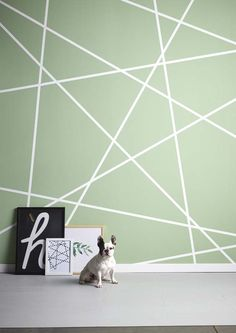 KARWEI | Muuridee No.3: met behulp van een rol schilderstape maak je een eenvoudig een verfpatroon. #diy